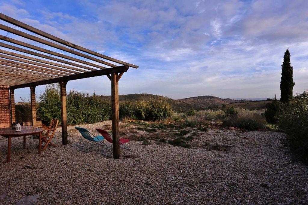 Vue du jardin clos sur l'oliveraie