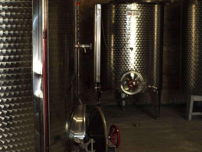 Cuve en inox pour le vin